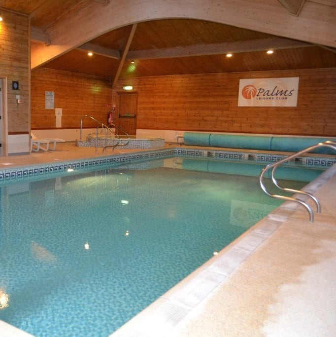 North Kingsfield Holiday Cottages swimming pool